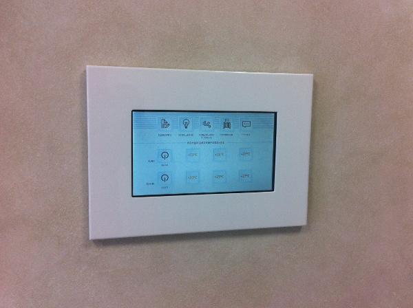 Сенсорная панель умного дома AlphaSE